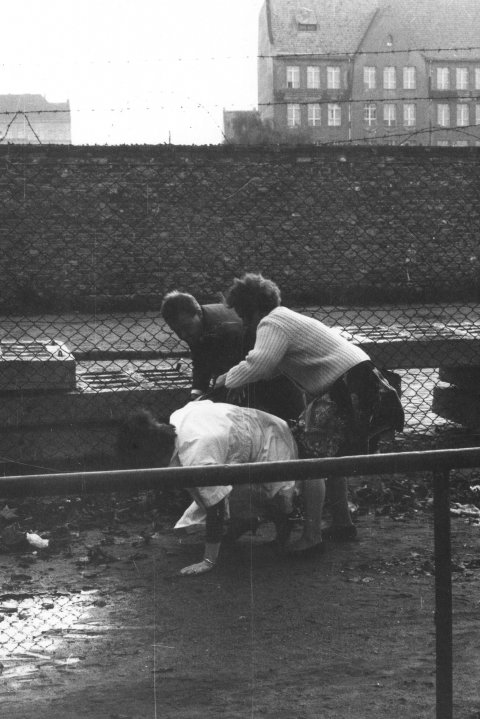 An East Berlin woman escapes to the West with the help of relatives, Neukölln, Berlin, 22 September 1961 (2)