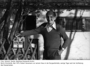 Robert Havemann in front of his house in Grünheide, Berlin, a few days after his house arrest was lifted (1979)