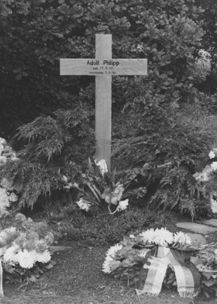 Adolf Philipp, shot dead at the Berlin Wall: Memorial cross at Finkenkruger Weg in Berlin-Spandau, 1966