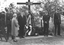 Dieter Wohlfahrt, shot dead at the Berlin Wall: Wreath-laying ceremony at the memorial cross for Dieter Wohlfahrt, Aug. 13, 1963