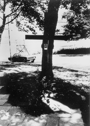 Paul Schultz, shot dead at the Berlin Wall: MfS photo of the memorial on the West