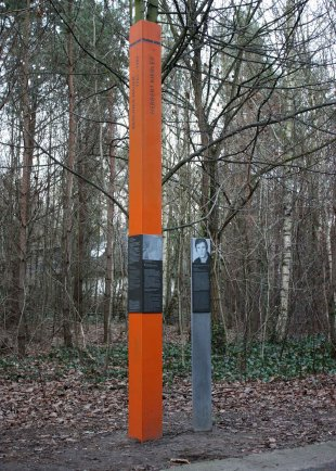 Herbert Kiebler: Commemorative Column on the Berlin Wall Trail west of Kirchhainer Damm