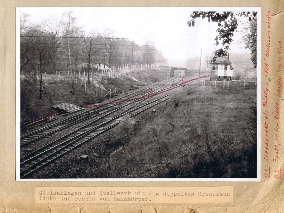 Peter Böhme, shot dead at the Berlin Wall: West Berlin police crime site photo of the place where the exchange of fire occurred at the outer ring between Potsdam-Babelsberg and Berlin-Zehlendorf [April 18, 1962]