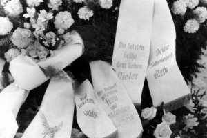 Dieter Berger, shot dead at the Berlin Wall: Grave at the Waldfriedhof  in Glienicke/Nordbahn (photo: ca. 1963)