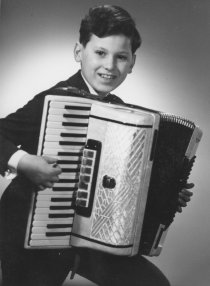 Dietmar Schwietzer, shot dead at the Berlin Wall: As a schoolchild with accordion (date of photo not known)