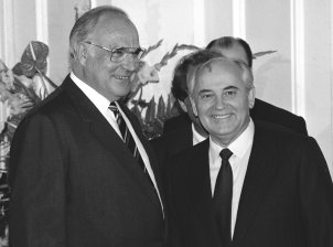West German Chancellor Helmut Kohl gives a dinner in the Redoute in Bad Godesberg in honour of the Soviet state and party leader, Mikhail Gorbachev, June 1989
