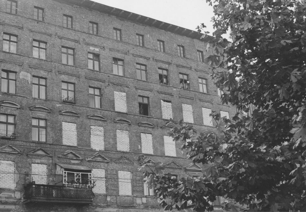 Bernauer Strasse: First the windows were walled up, then came the evictions, September 1961