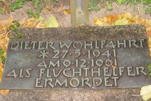 Dieter Wohlfahrt, shot dead at the Berlin Wall: Inscription at the memorial cross in Staaken, Bergstrasse (photo: 2004)
