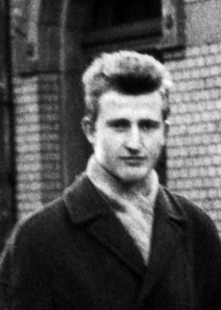 "Horst Frank: born on May 7, 1942, shot dead on April 29, 1962 in the ""Schönholz"" garden colony at the sector border between Berlin-Pankow and Berlin-Reinickendorf (date of photo not known)"