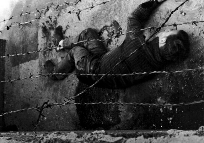 Peter Fechter, shot dead at the Berlin Wall: Bleeding to death in the border strip [Aug. 17, 1962]