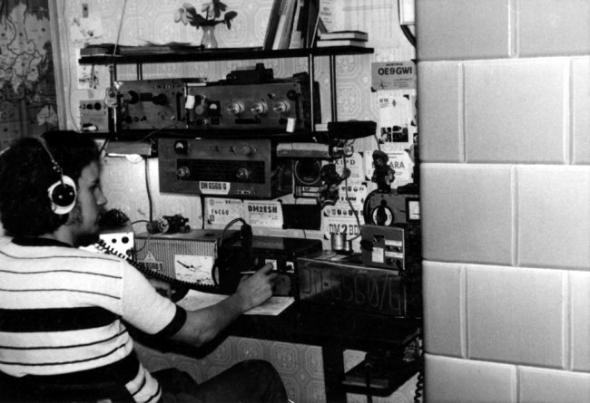 Dietmar Schwietzer, shot dead at the Berlin Wall: The amateur radio operator with his radio (date of photo not known)