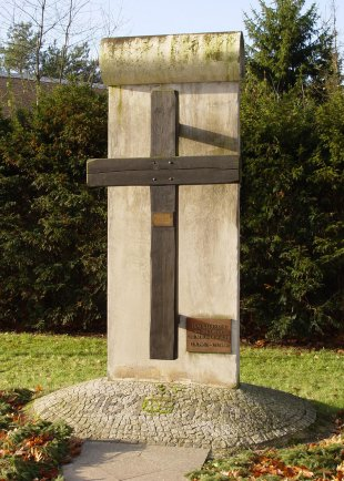 Michael Bittner, shot dead at the Berlin Wall: Memorial cross in Frohnau/Glienicke Nordbahn (photo: 2004)