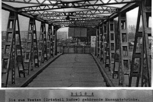 Siegfried Widera, border solder knocked out at the Berlin Wall by fugitives and died later from his injuries: West Berlin police crime site photo of the Massante Bridge between Berlin-Treptow and Berlin-Neukölln [Aug. 23, 1963]