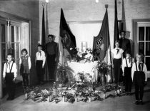 Egon Schultz, shot dead at the Berlin Wall: Guard of honor at the Egon Schultz School in Rostock (photo: Oct. 10, 1964)