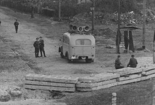 "The war of loudspeakers: a loudspeaker car of the border police employed to disrupt broadcasts by the ""Studio am Stacheldraht"", 29 October 1961"