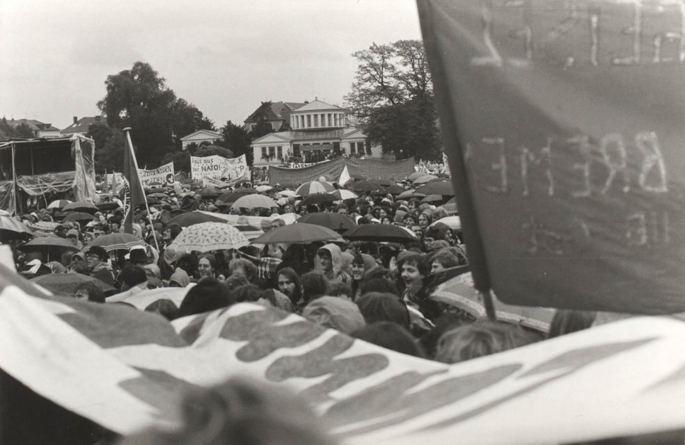 "Peace demonstration in the ""Hofgarten"" in Bonn, October 1981"