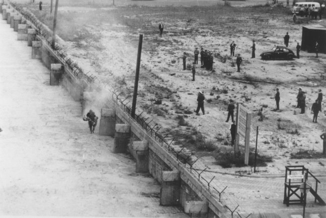 Peter Fechter, shot dead at the Berlin Wall: East German border guards retrieving the dying man from Zimmerstrasse near the Checkpoint Charlie border crossing (I) [Aug. 17, 1962]
