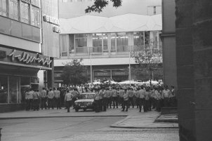 Leipzig, 18 September 1989: People in front of the cordon of People's Police