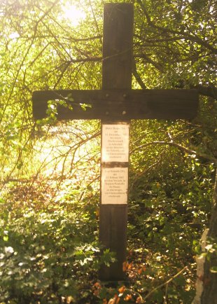 Lutz Schmidt, shot dead at the Berlin Wall: Memorial cross in Berlin-Rudow (photo: 2007)