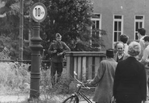 People's Police officer and West Berliners at the barbed wire, 13 August 1961