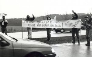 Gotha residents welcome West Germans entering East Germany without a visa for the first time, 24 December 1989