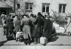Refugees in front of the Marienfelde Reception Centre, 31 July 1961
