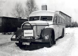 A bus used as an escape car, parked in front of the Marienfelde Reception Centre, 7 Februar 1963