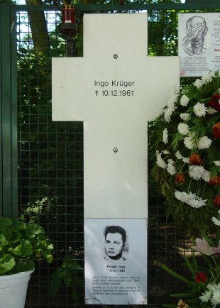 Ingo Krüger, drowned in the Berlin waters: Memorial cross at Checkpoint Charlie (photo: 2005)