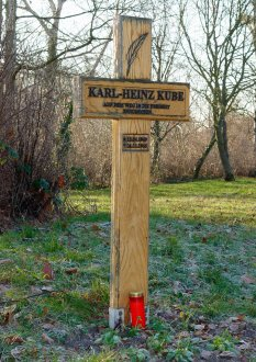 Karl-Heinz Kube, shot dead at the Berlin Wall: New memorial cross in Berlin-Düppel (photo: 2004)