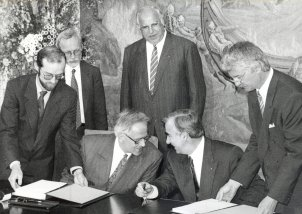 The treaty between the FRG and the GDR is signed in Palais Schaumburg in Bonn, 18 May 1990