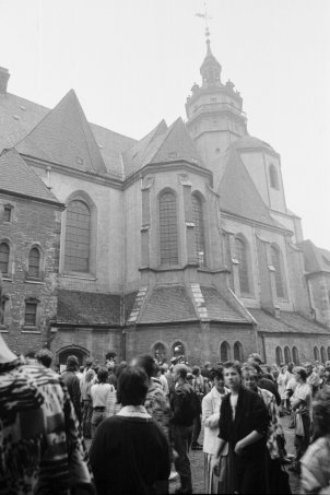 Leipzig, 25 September 1989: People standing near the Church of St. Nicholas (Nikolaikirche), shortly before the start of the demonstration
