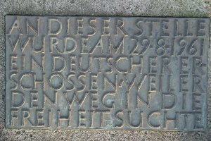 """In this place, on 29-8-1961, a German was shot dead because he sought the way to freedom"" - Inscription on the monument to Roland Hoff in the Berlin district of Lichterfelde. Photograph taken in 2004"