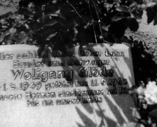 Wolfgang Glöde, shot dead at the Berlin Wall: Grave at the Baumschulenweg cemetery in Berlin-Treptow (date of photo not known)