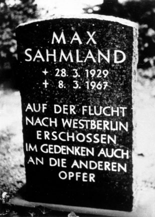 Max Sahmland, shot and drowned in the Berlin border waters: MfS photo of his gravestone in West Berlin (date of photo not known)