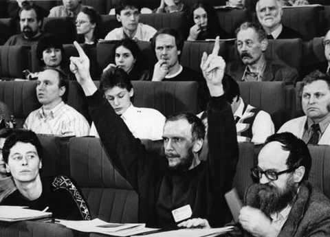 "Congress of the ""New Forum"" in the Academy of Arts in Berlin, l. to r.: Ingrid Köppe, Reinhard Schult and Sebastian Pflugbeil, 27/28 January 1990"